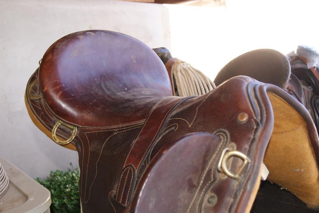 82: Australian Stock Saddle Co. Leather tooled saddle