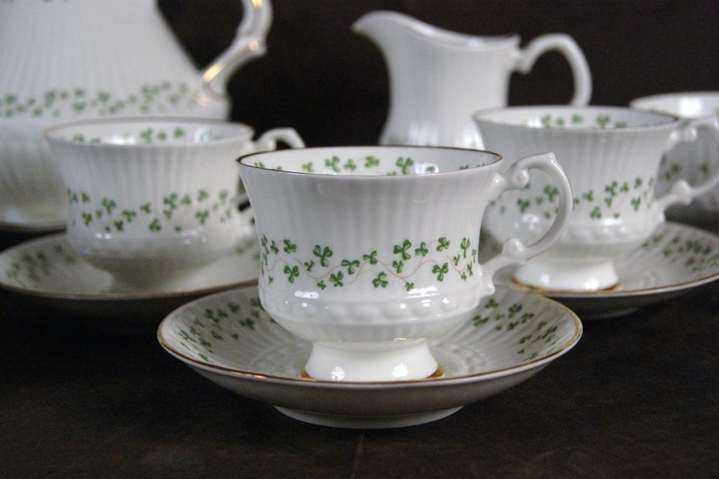 "125: Irish ""Royal Terra"" bone china clover tea set - 2"