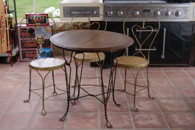 403: Antique ice cream oak table and 3 chairs