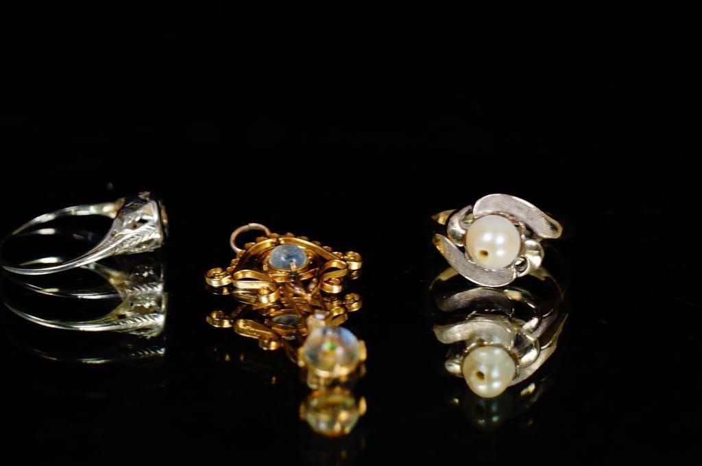 Antique jewelry - (3 pcs) Delicate gold pendant...