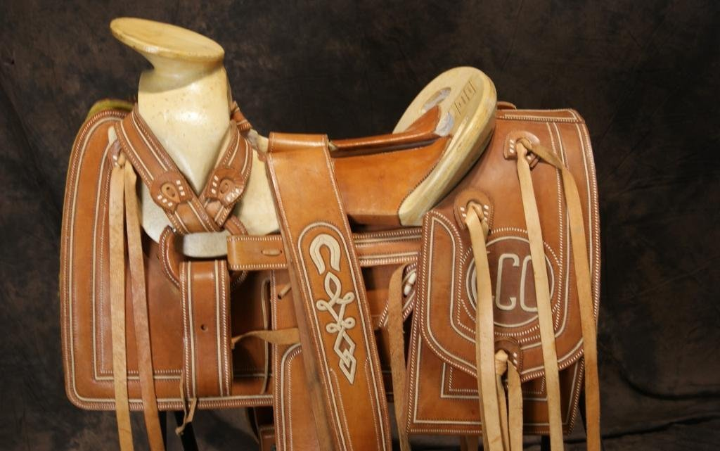 """Vintage Mexican """"Charro"""" saddle in new shape"""