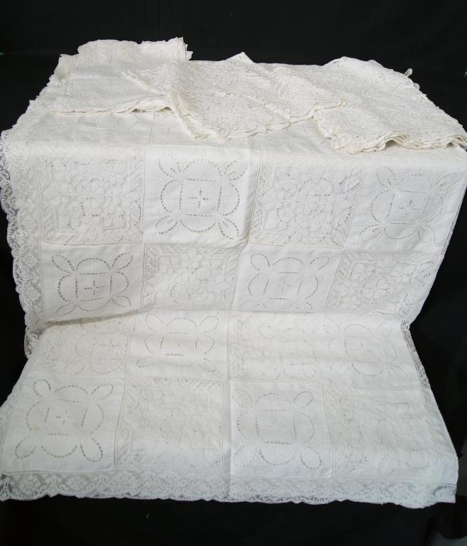 Collection Vintage Lace Linens and Embroideries