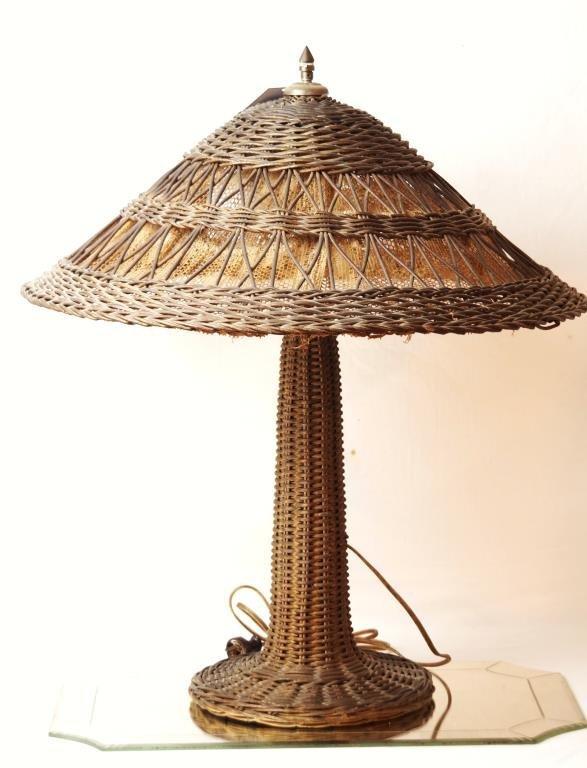American antique wicker 2- light table lamp