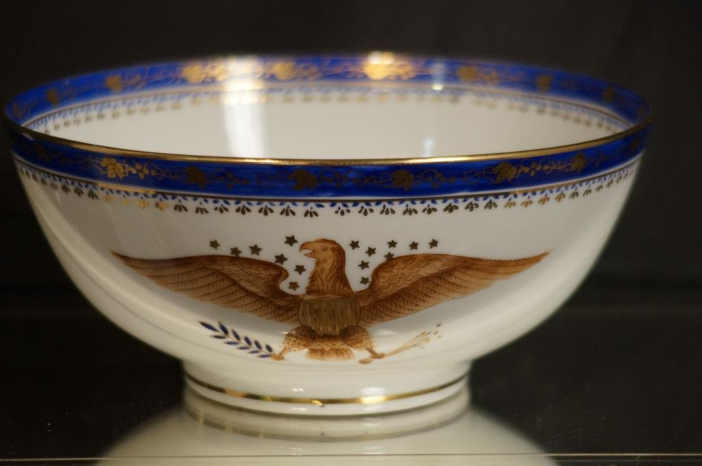 """Americana porcelain 10"""" bowl w/great seal of US"""