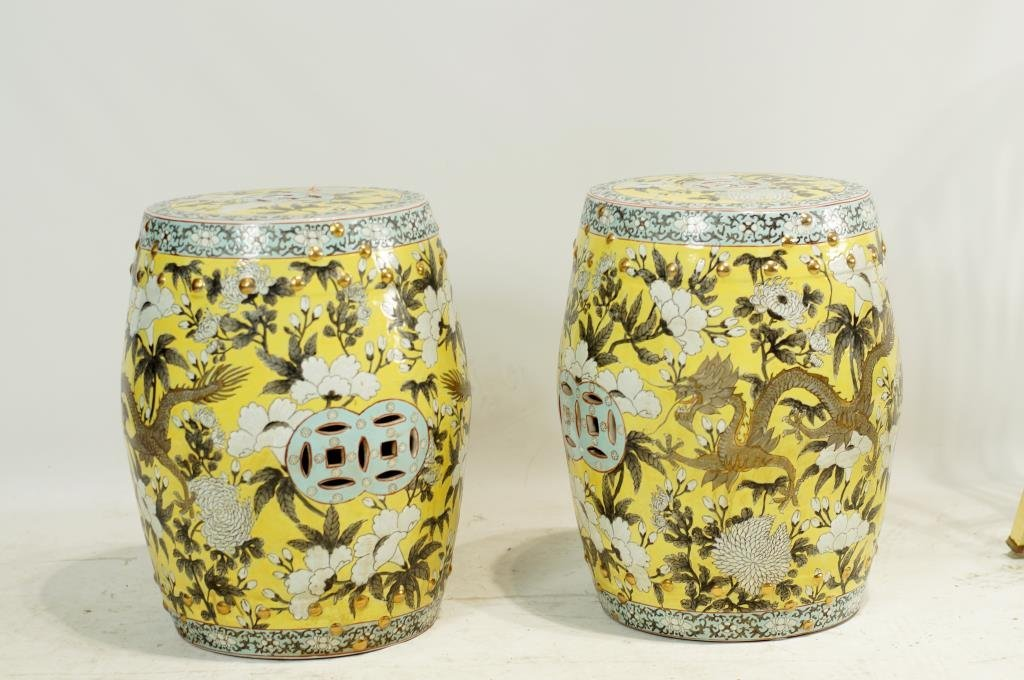 Pair Famille Rose Zhing classical design