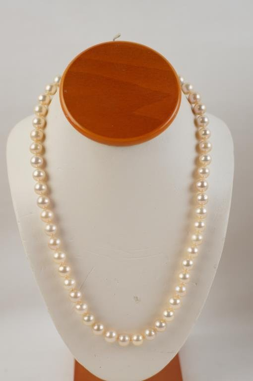 Rose color pearls necklace