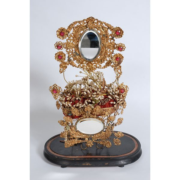 3003: Gold flower decorative vanity display