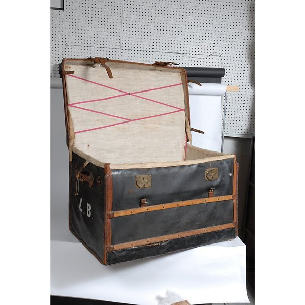 3032: Antique Leather two-tone black/brown chest Trunk - 3