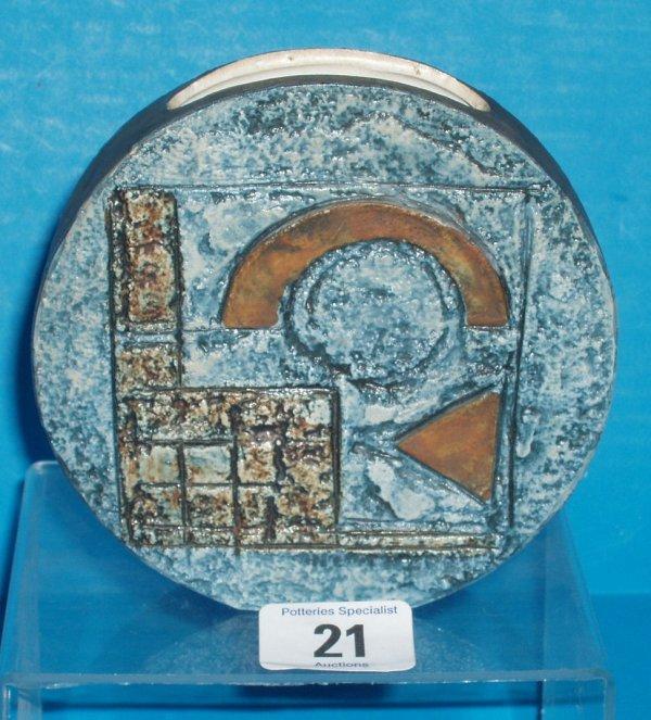 21L: Troika Wheel vase , height 11.5cm (tiny chip to ba