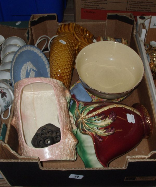 24L: A collection of pottery to include Royal Doulton S