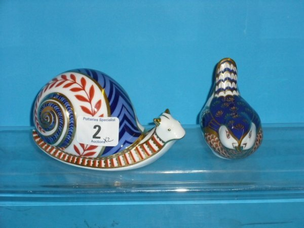 2L: Royal Crown Derby Paperweights Snail and Wren (gold