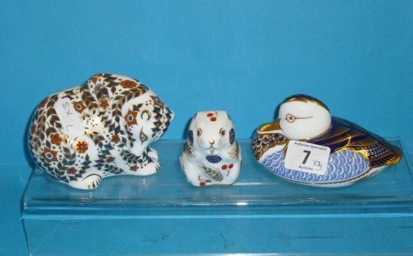 7L: Royal Crown Derby Paperweights seated Bear, Hamster