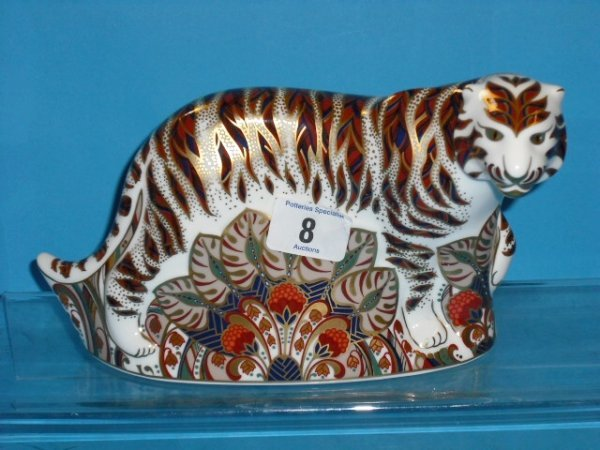 8L: Royal Crown Derby Paperweight Bengal Tiger (gold St