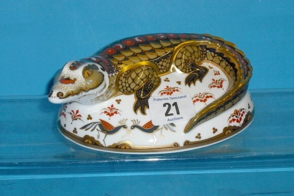 21L: Royal Crown Derby Paperweight Crocodile (gold Stop