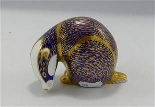 Royal Crown Derby Badger Paperweight: gold stopper