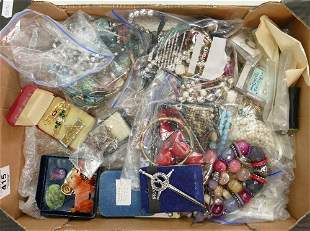 Job lot of jewellery: Includes silver coloured metal