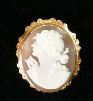 Victorian 9ct gold oval cameo brooch: