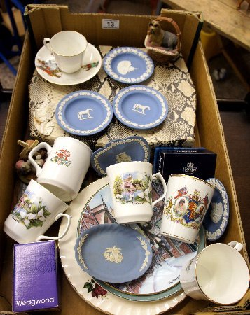 A collection of pottery to include plates, commemorativ