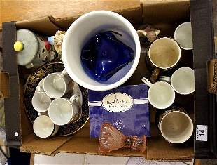 A collection of pottery to include port merion botanica