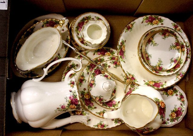 A collection of Royal Albert Old Country Roses dinner