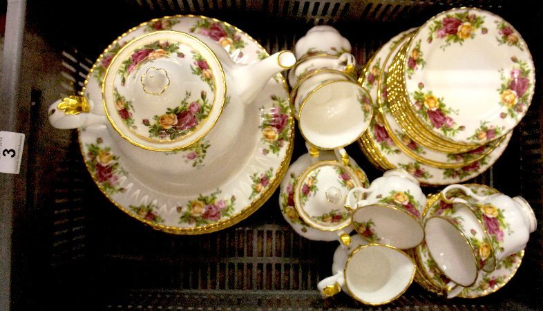 A collection of Royal Albert Old Country Roses dinner &