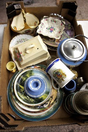 A collection of pottery to include various collectors