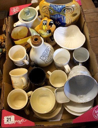 A collection of various pottery to include a Dudson