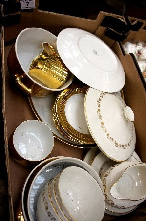 Tray containing 18 Pieces of Doulton Fairfax Dinner