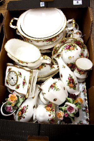 A good collection of Royal Albert Old country rose