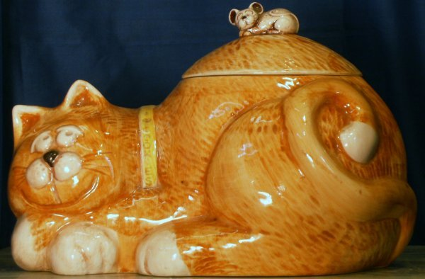 7: CAT WITH MOUSE COOKIE JAR, MADE BY TREASURE CRAFT, M