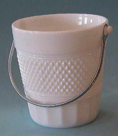 2075: Cambridge Milk Glass Mount Vernon Ice Bucket
