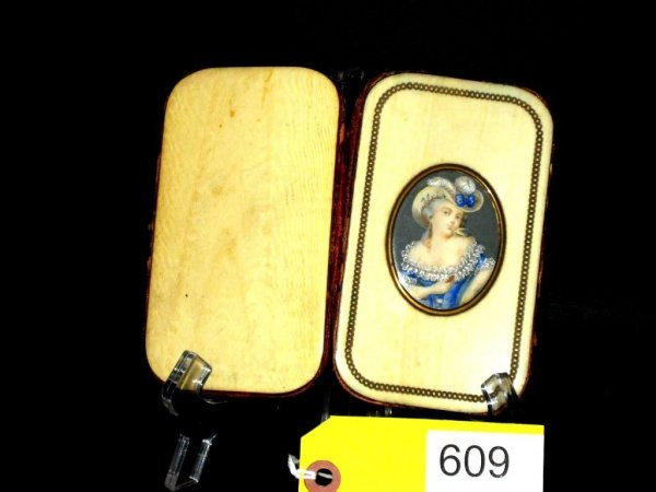 IVORY LADY'S CIGAR POUCH