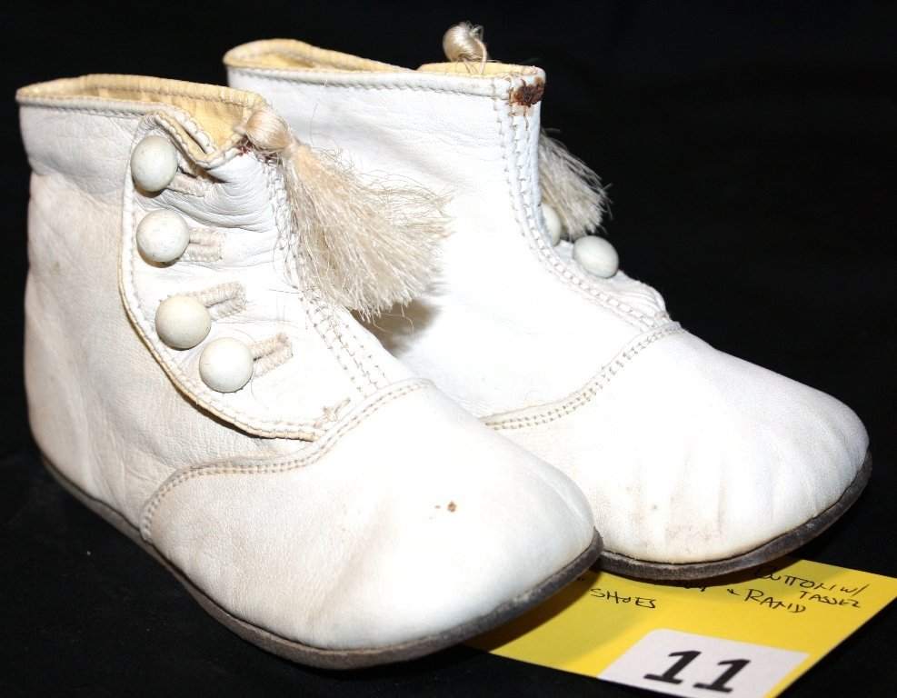 11: HIGHTOP BUTTON SHOES