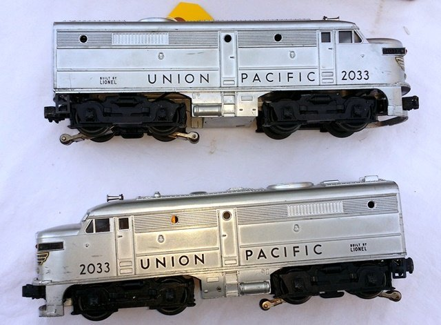 LIONEL 2033 UNION PACIFIC ENGINES, 2 AA UNITS, WITH - 4