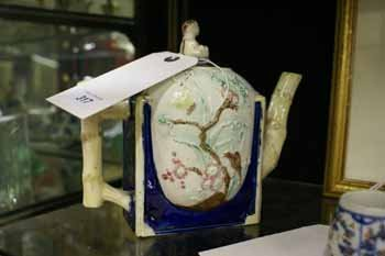 317C: A Victorian Majolica teapot the ivory and blue gl