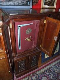 665D: A Samuel Withers & Co iron safe [no key] in a Vic