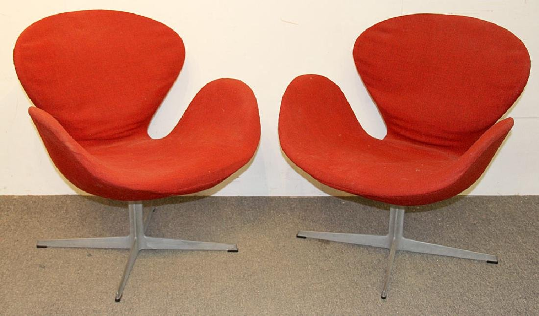 Two Arne Jacobsen/Fritz Hansen Swan Chairs