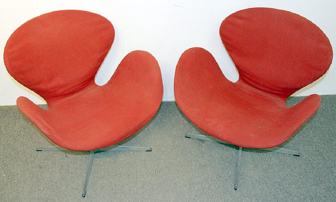 Two Arne Jacobsen/Fritz Hansen Swan Chairs - 2