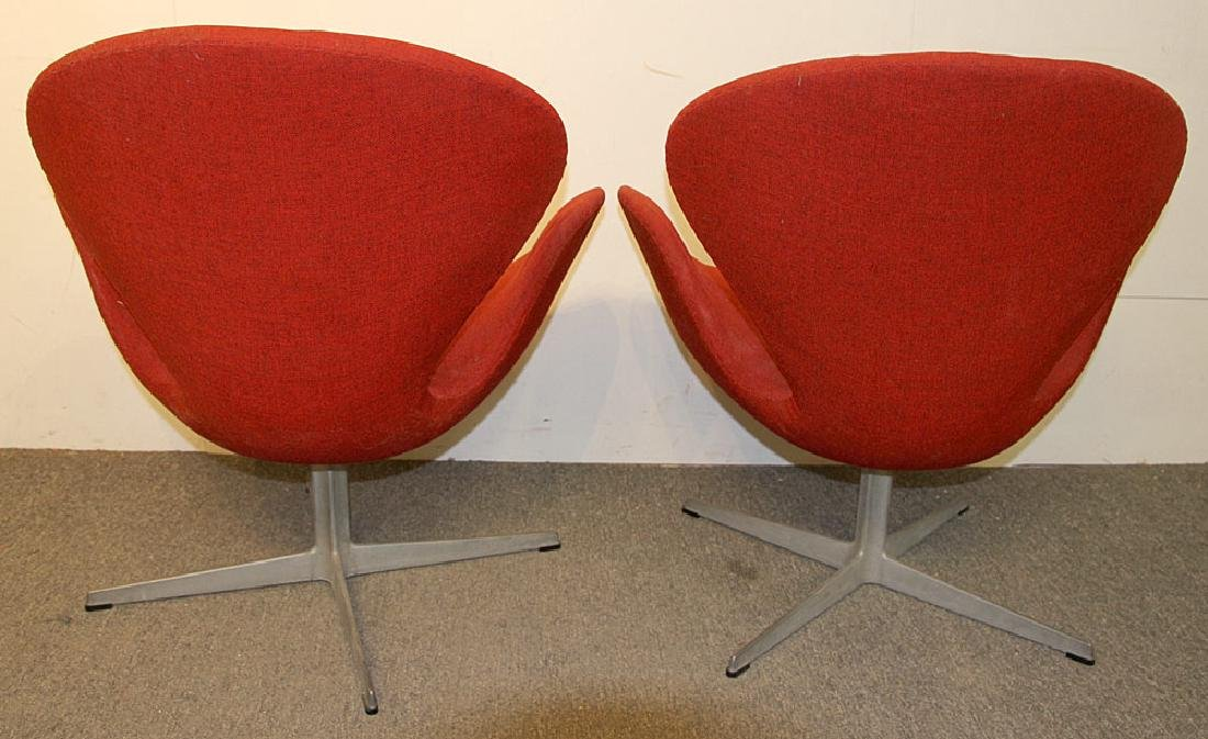 Two Arne Jacobsen/Fritz Hansen Swan Chairs - 4