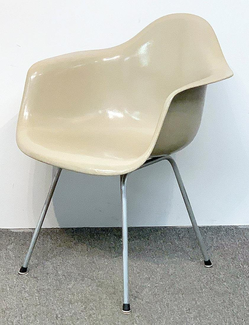 Charles & Ray Eames Shell Armchair
