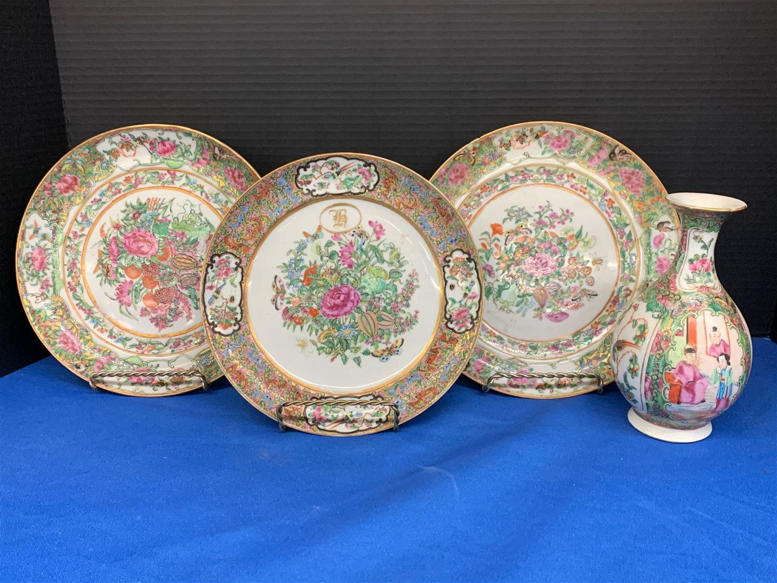 Four pcs. Chinese Export Rose Medallion Porcelain