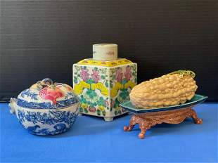 Three-piece Chinese Porcelain Grouping