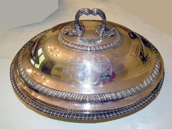 179: Gorge III Dish with Domed Cover.