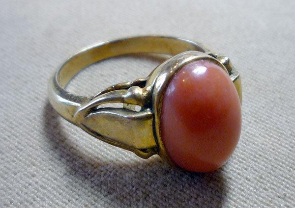 319: 14K Coral Ring