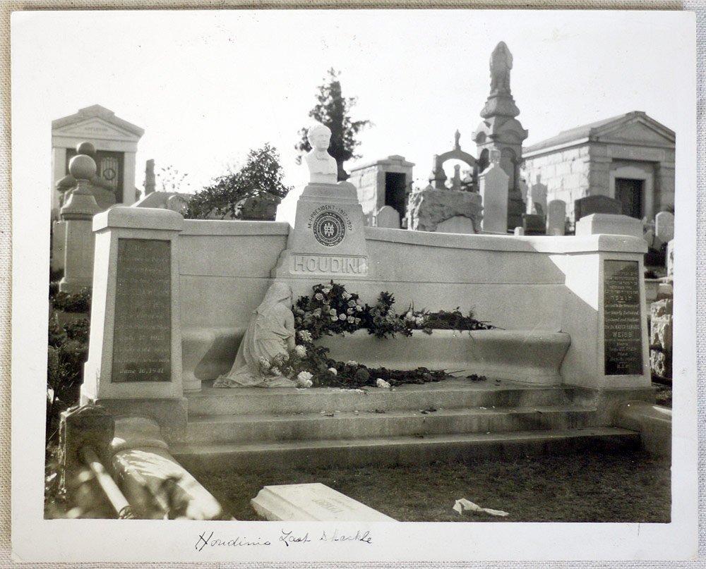 Photograph of Houdini's Grave