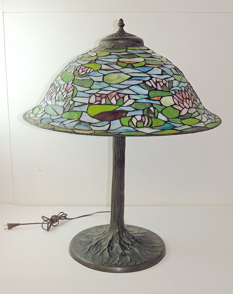 Dale Tiffany Leaded-Glass Table Lamp
