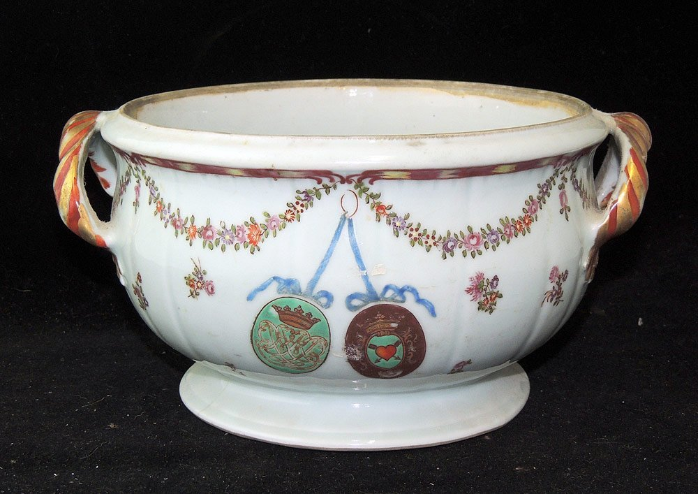 Chinese Export Armorial Tureen - 3