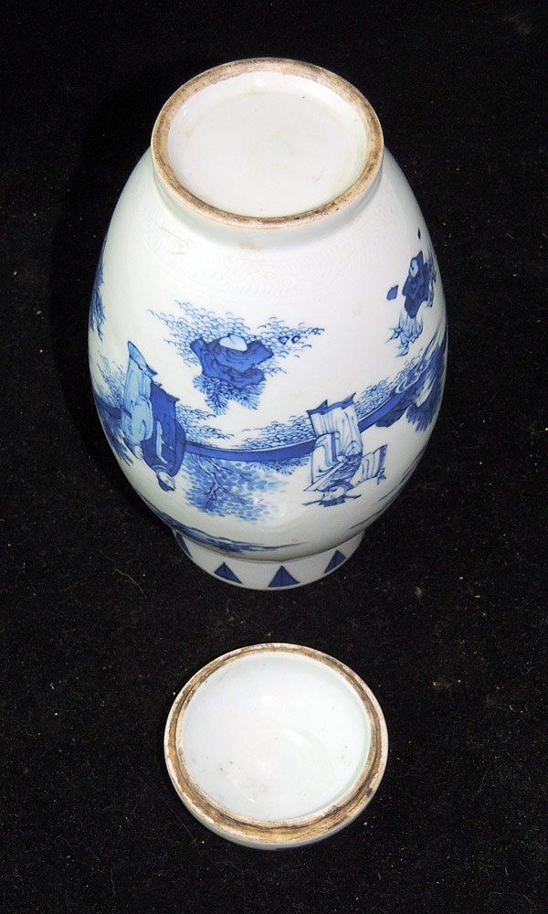 Chinese Porcelain Blue and White Covered Vase - 4