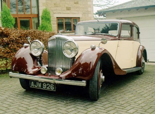 3042: 1937 BENTLEY 4.25 LITRE SALOON