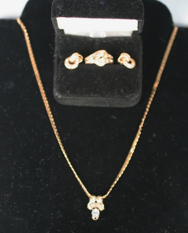 404: 18K Yellow Gold And Diamond Suite